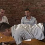 Executivos transando com novinho gay no escritorio