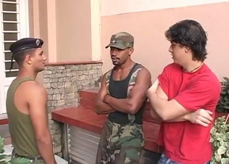 Militares gays brasileiros trepando no Quartel gay