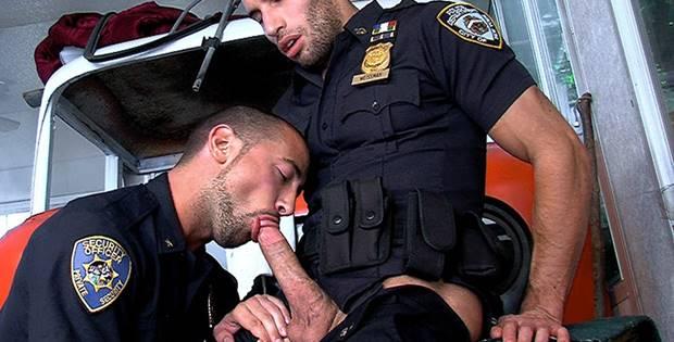 Sexo Gay entre Policiais