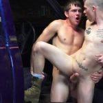 Sexo com Mecânico gay super gostoso dentro da Oficina