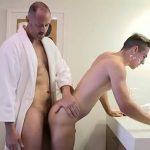 Sexo com sobrinho gostoso dentro do banheiro